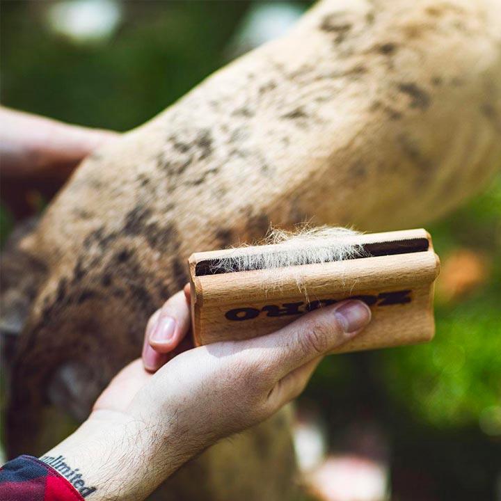 Zooro Vyčesávací hřeben pro psy na krátkou srst